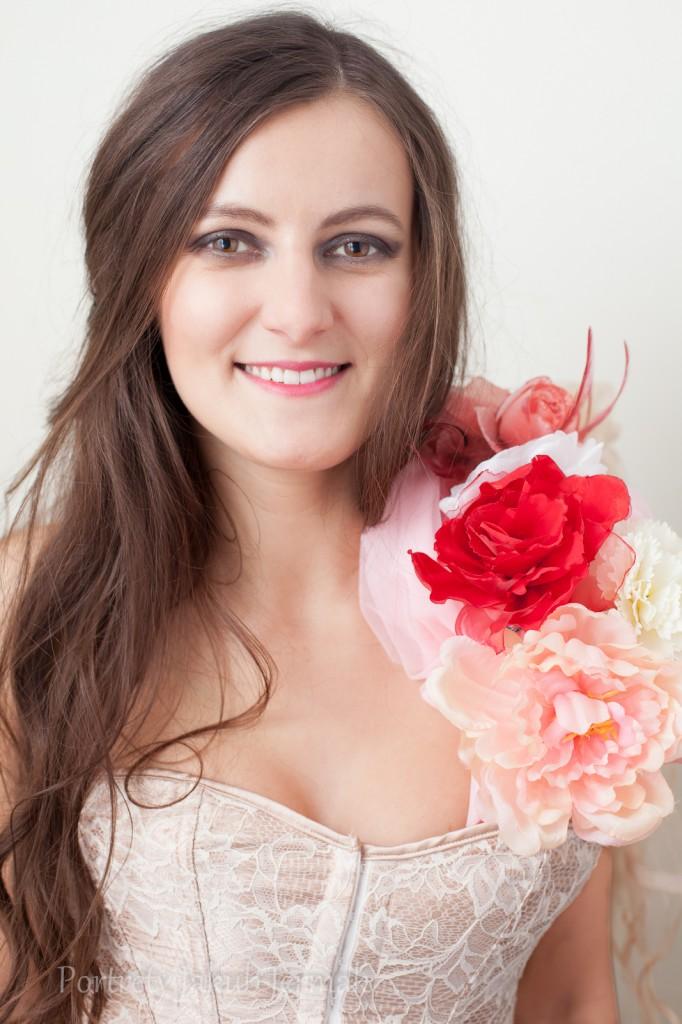 Basia - gorset i kwiaty