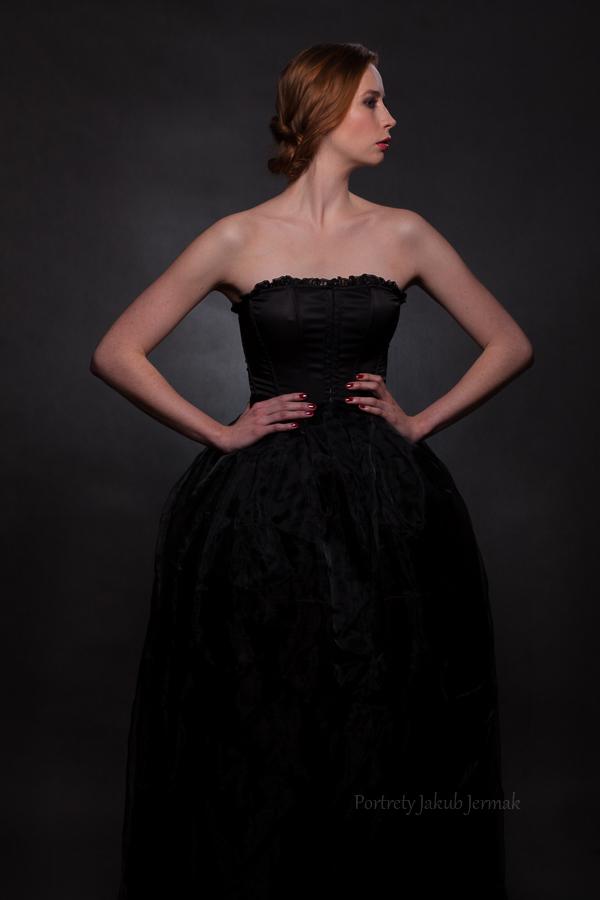 Kasia w dwuczęściowej suknii