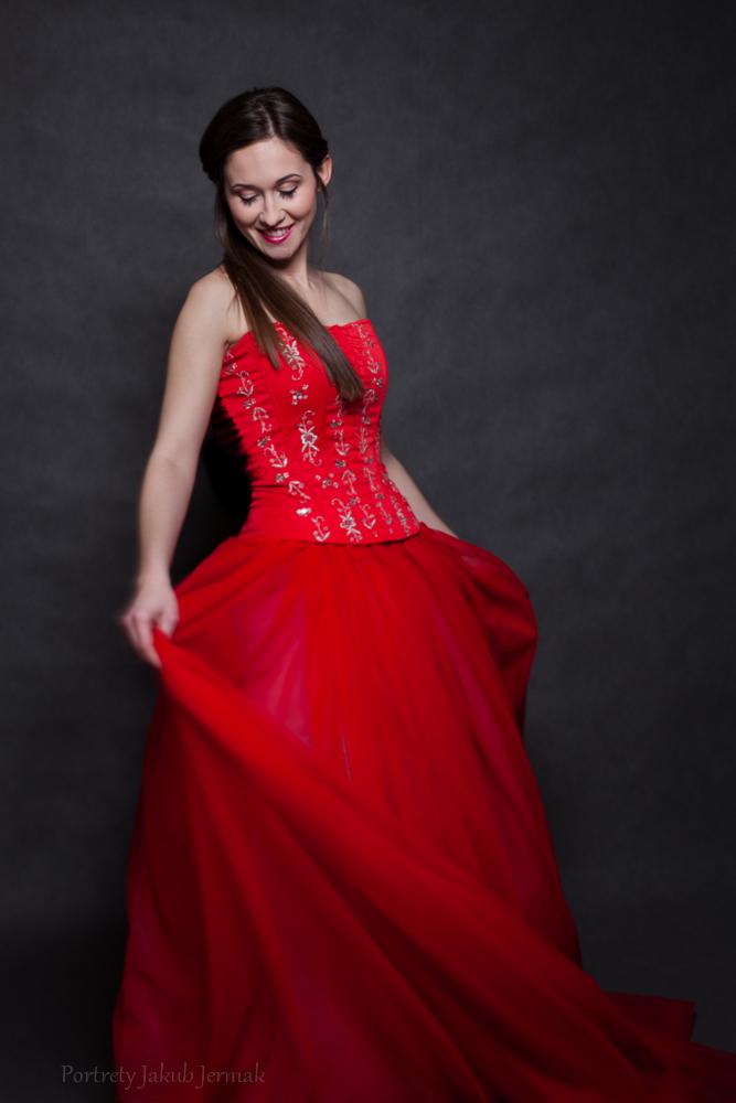 Dwuczęściowa czerwona suknia