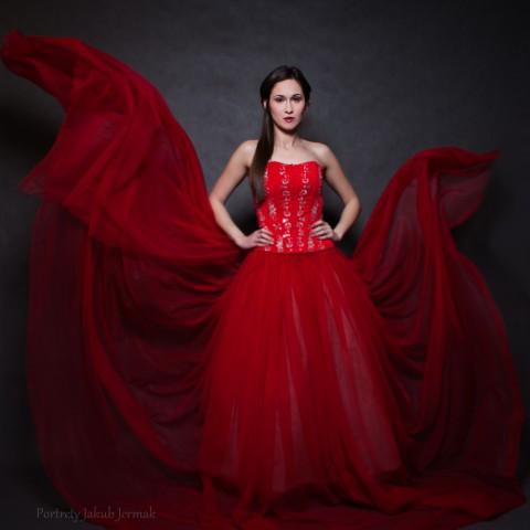 Suknia rozwija skrzydła