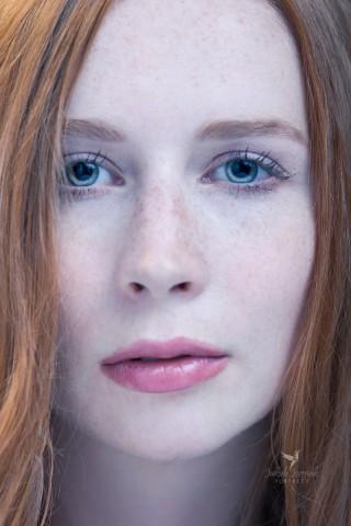 Portret Kasi - ruda piękność